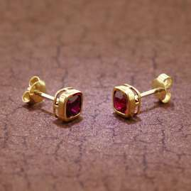 trendor 51684-07 Damen-Ohrringe Gold 333 / 8K Synthetischer Granat